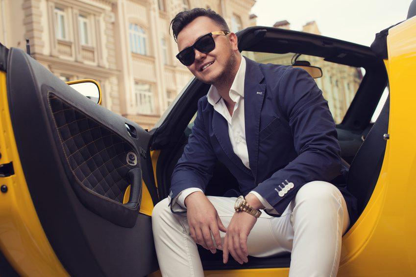 Mężczyźni kochają luksusowe auta