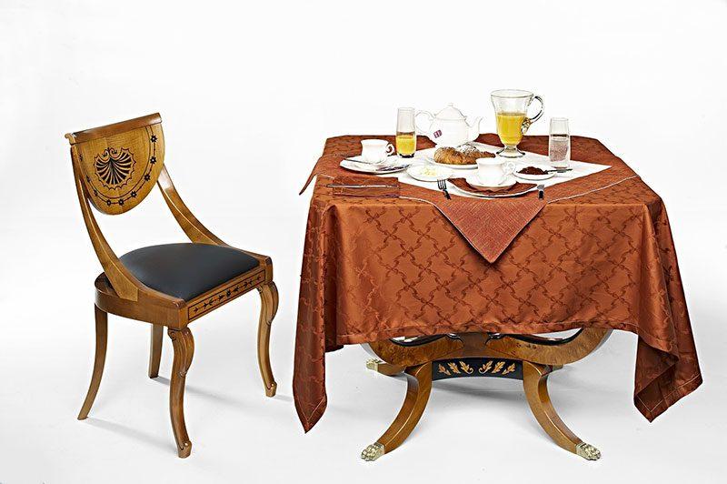 Stylowy stół do gier towarzyskich