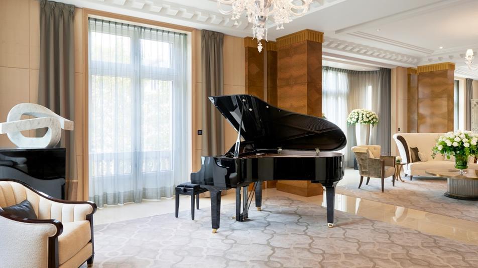 luksusowy hotel w stolicy francji