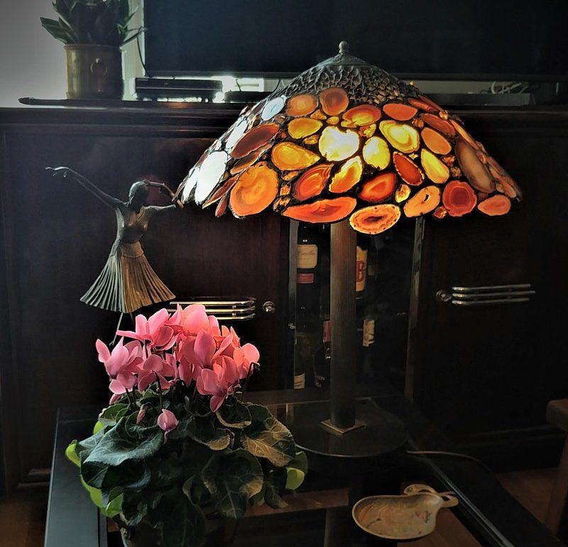 Lampy stołowe w stylu Tiffany to dekadencki Nowy York